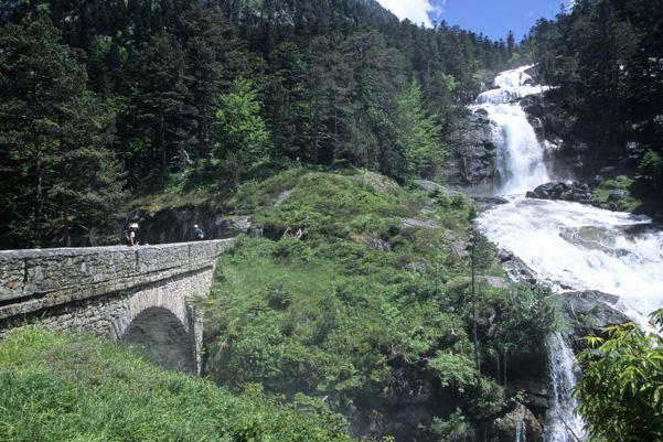 Pau hautes pyr n es le tourisme au sommet altern - Office du tourisme cauterets hautes pyrenees ...